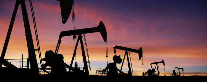 Oil_pumpjacks_iStock_17790183_XLARGE