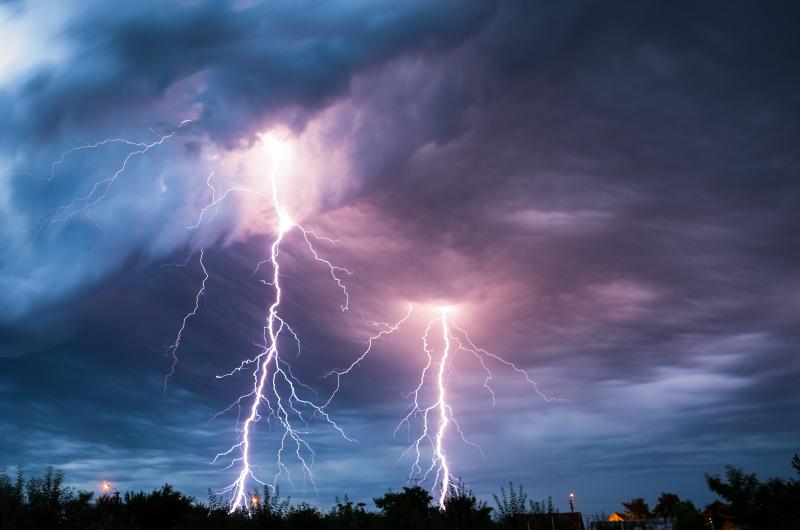 Lightning_iStock-159327167